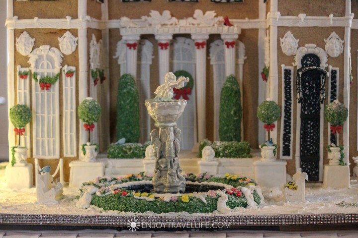 A detailed gingerbread miniature of Rosecliff Mansion
