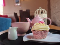 Apple Crumble Custard cupcake and tea