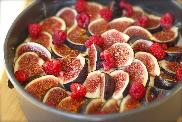 Raspberry Cake with Fig