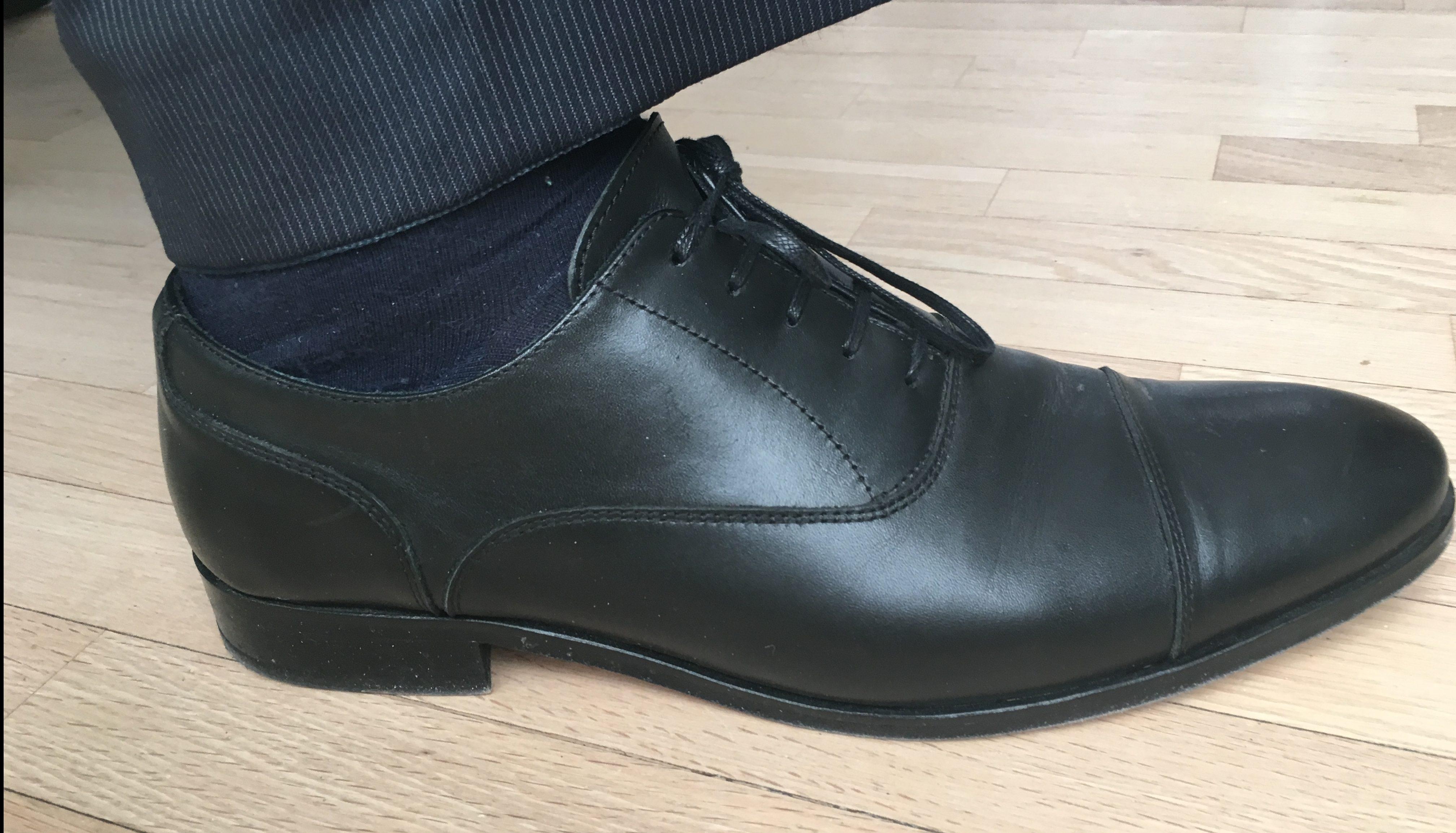 37ef3783 Fofatterens sorte Oxfords, kjøpt på Reiss i London etter at flyselskapet  ikke klarte å levere