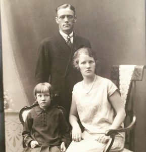 Min oldefar Brynljulf Gran på slutten av 1920-tallet engang. Vanskelig å s eom han har et Borgdorff-slips eller ikke.