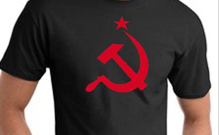 T-skjorter med hammer og sigd skaper bråk