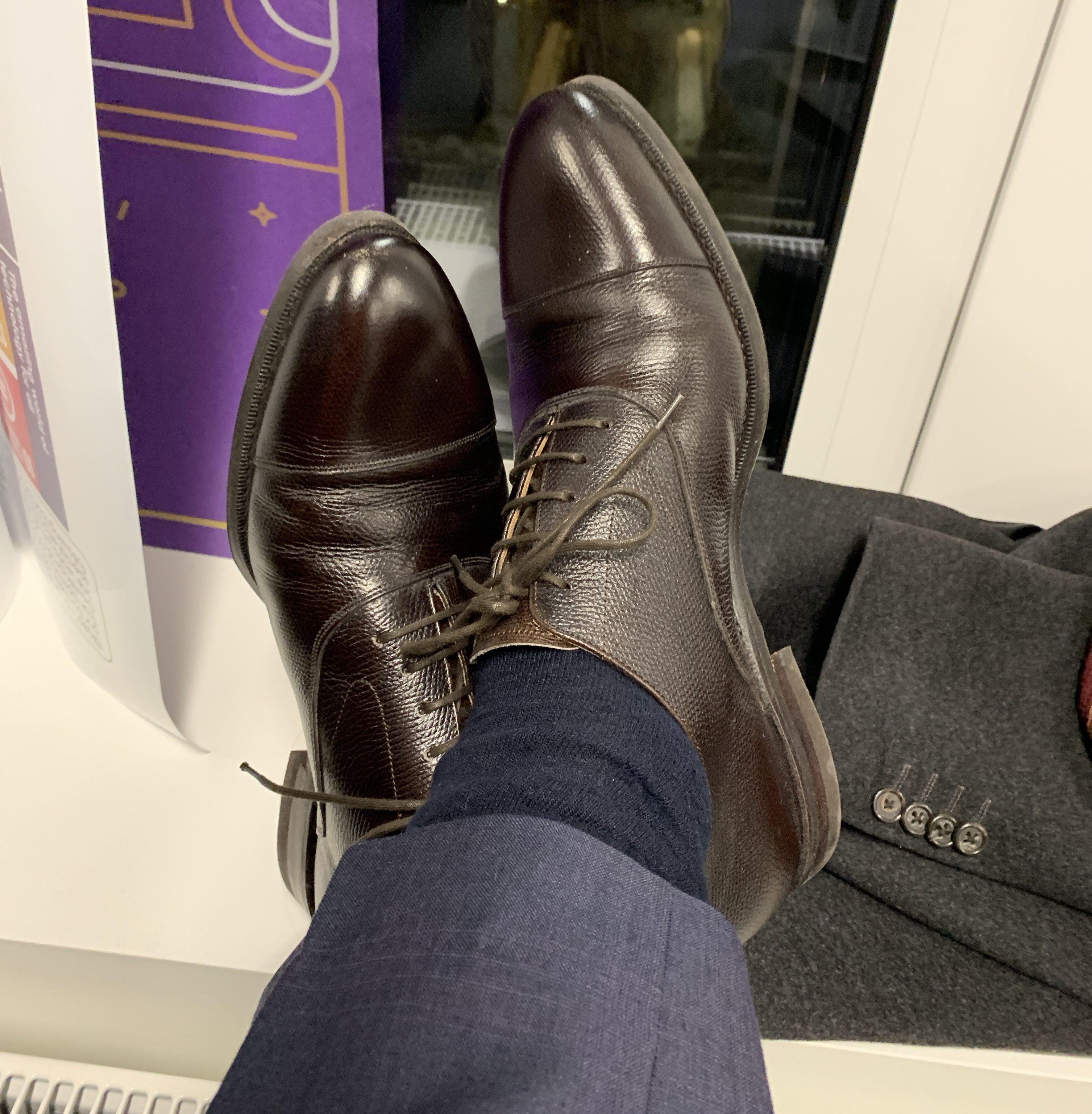 0a57ed4aabef Meermin-skoene til mellomblå dress på kontoret
