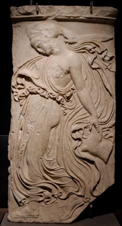 Ménade dansante. Réélaboration néo-attique d'après un original grec classique. D'après Callimachus - marbre pentélique, vers 406-405 av. J.-C.