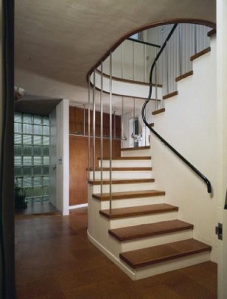 Gropius House à Lincoln - Hall d'entrée et escalier d'accès à l'étage