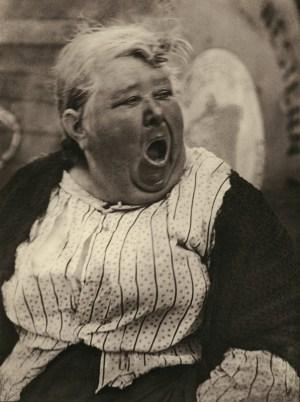 Paul Strand - yawning woman New York, 1917