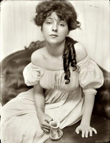 le célèbre portait d'Evelyn Nesbit réalisé par Gertrude Käsebier en 1903