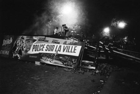 Paris 10 Mai 1968 - barricade au Boulevard Saint-Michel
