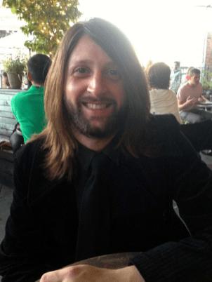 Nick Alexander, 36 ans, britannique, originaire de Londres – responsable merchandising du groupe Eagles of death Metal