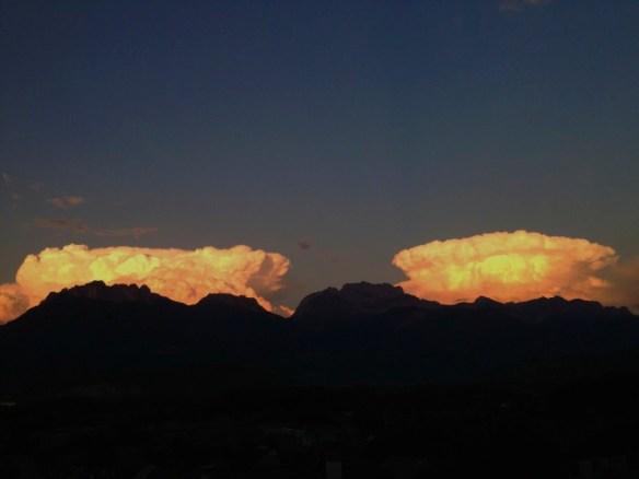 Effet cataclysmique de nuages sur le massif des Bornes - photo Enki (IMG_2114 modifié intensifié)
