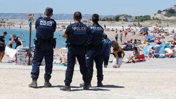 photo-d-illustration-des-policiers-municipaux-sur-une-plage-de-marseille-le-6-juillet-2016_5657673