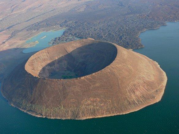 nabiyotum-crater-lake-turkana