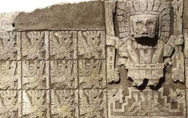 Viracocha and birdmen at Gate to Sun