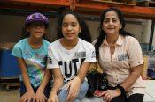 Lissethe y sus hijas esperan tener su casa lista en diciembre. Esta es la primera construcción que se entregaría a una familia latina gracias a este programa./E.L.