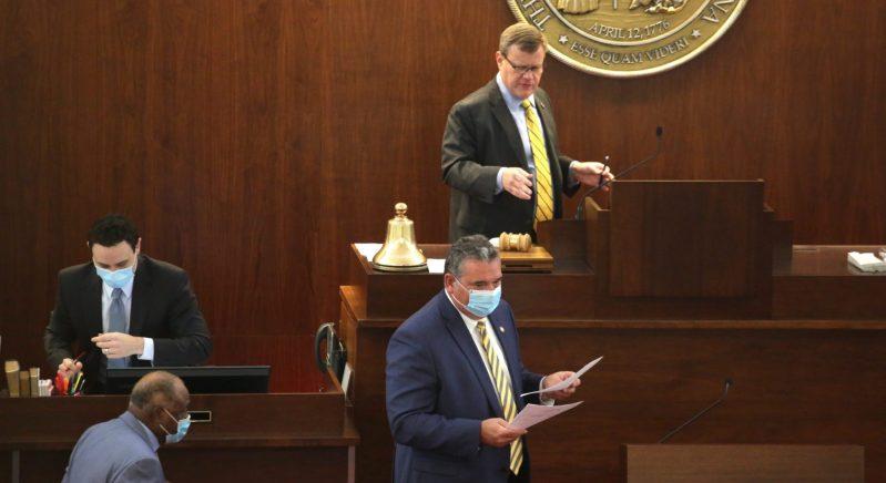 Gobernador vetara ocho proyectos de ley