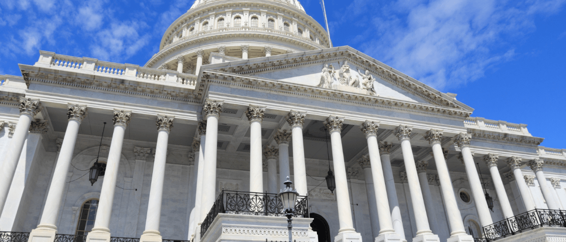 Demora en la firma de Trump retrasará la ayuda financiera