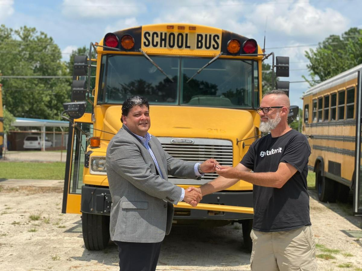 Autobuses escolares como refugios para personas sin hogar