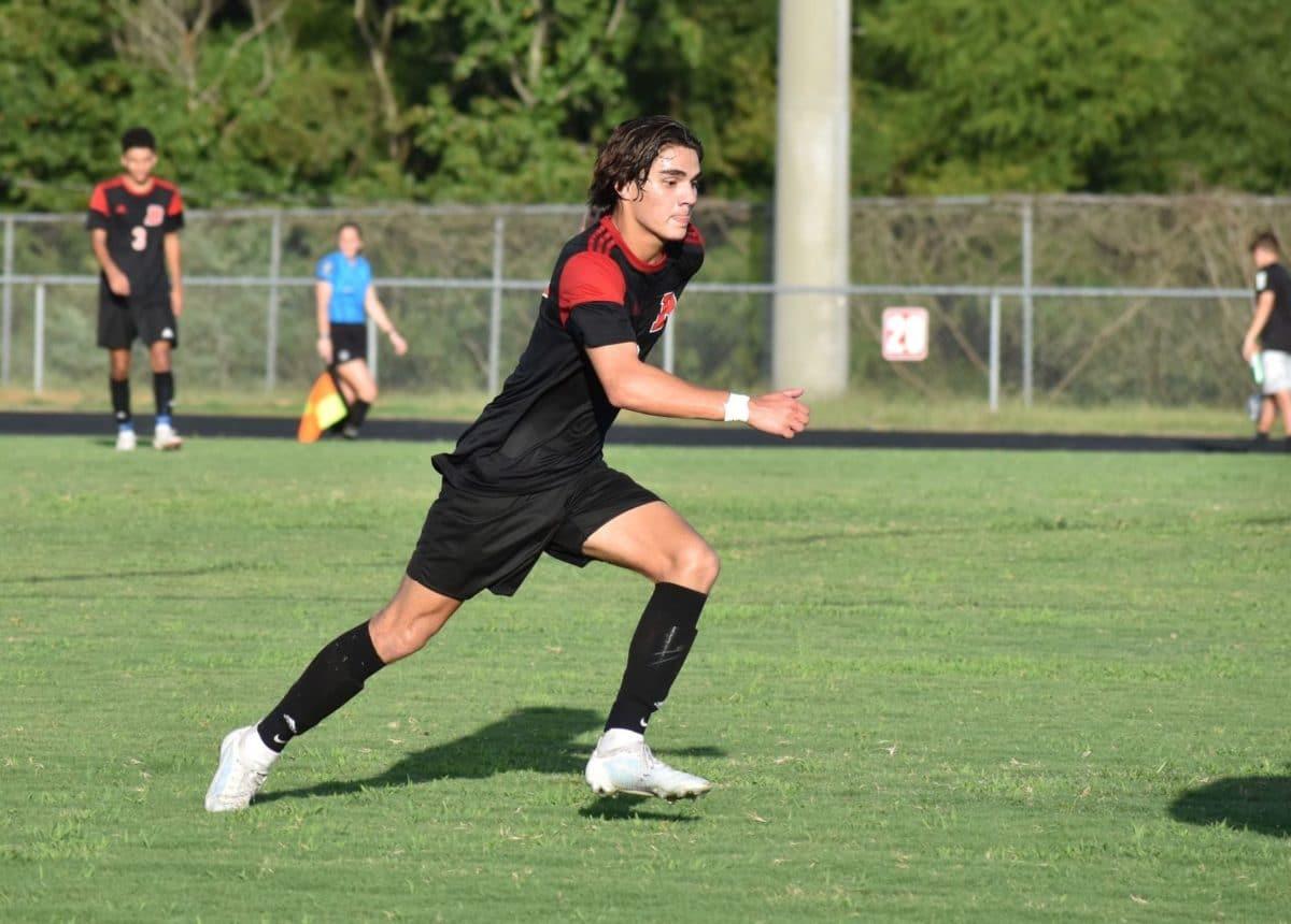 Futbolista latino Esteban Coto gana Mejor atleta de la semana en Charlotte