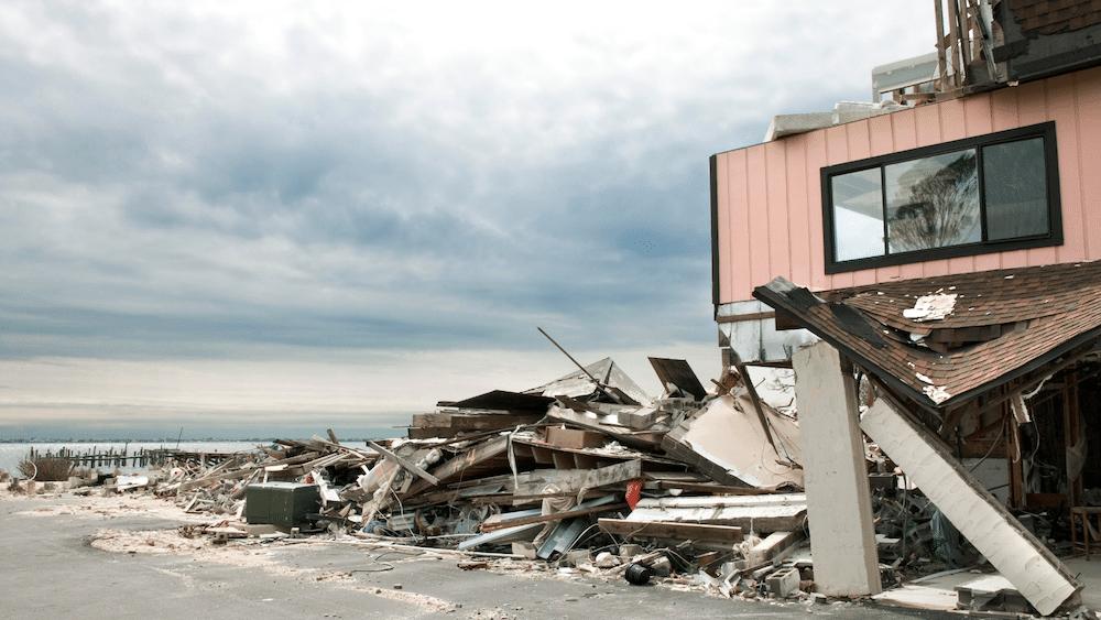 autoridades en un huracán