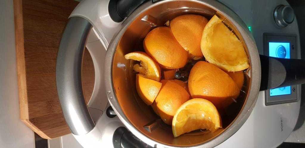Pieles de naranja en el vaso de la thermomix