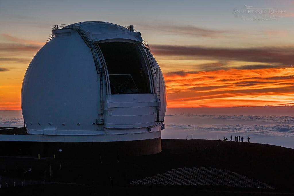 Photo: Visitors watch the sunset next to the Keck Telescope atop Mauna Kea, Big Island of Hawai'i, Hawaii