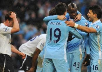 Balotelli celebra el triunfo del Manchester City