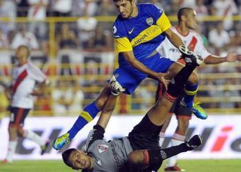 Boca superó 2-0 a River en el primer clásico de ambos elencos en el 2012