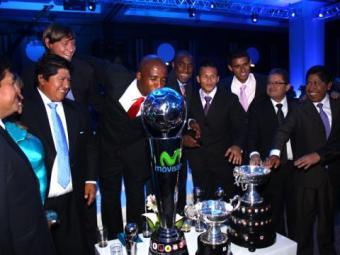 Juan Aurich de Chiclayo recibió  la copa de campeón del fútbol peruano