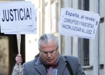 Juez Baltazar Garzón abandona el tribunal (Internet)