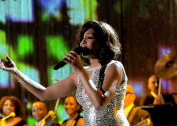 Whitney Houston no pudo con el consumo de drogas y la depresión