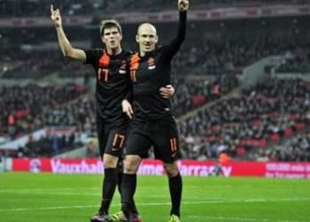 Celebración holandesa tras el triunfo sobre Inglaterra por 3-2