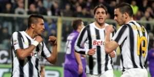 Juventus goleó 5-0 al Fiorentina con Vargas y sigue a cuatro puntos del AC Milan