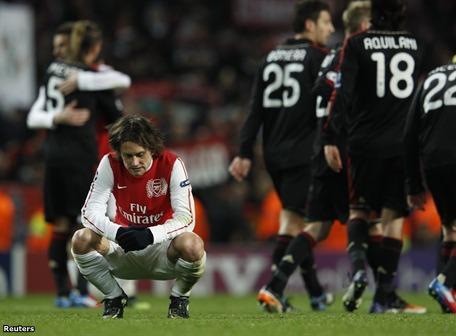 Arsenal de Inglaterra goleó, luchó y no le alcanzó. Al final celebró AC Milan