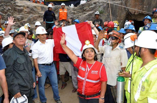 Presidente Humala y mineros rescatados