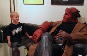 Hellboy y Zachary