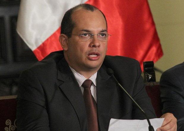 Gobierno tiene caja para cumplir compromisos salariales dice titular del MEF