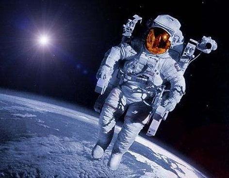 Cosmonautas rusos harán contacto con la UNI (La Vanguardia)