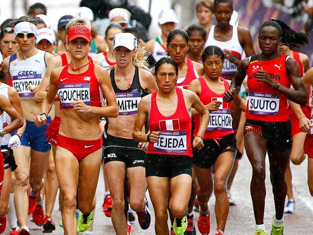 Inés Melchor y Gladys Tejeda en carrera