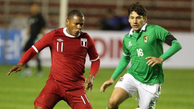 Catorce futbolistas del exterior fueron convocados por Markarián. Sólo unos pocos estarían frente a Bolivia. Wilmer Aguirre es la  novedad