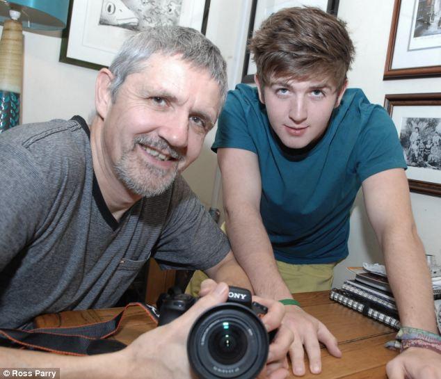 Ian McLeod y su hijo Cory