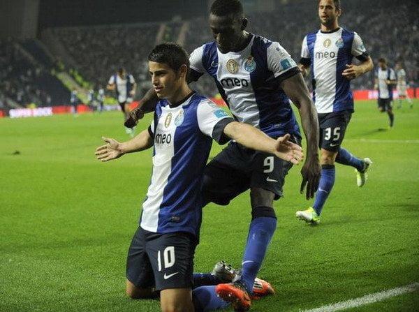 Porto consiguió la punta del campeonato portugués al derrotar 2-0 al elenco del peruano André Carrillo, Sporting de Lisboa