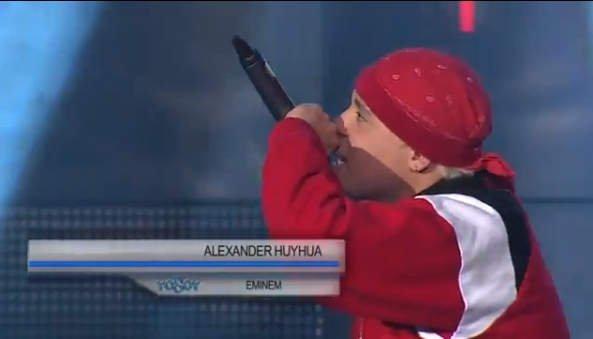 Alexander Huayhua en plena imitación de Eminem