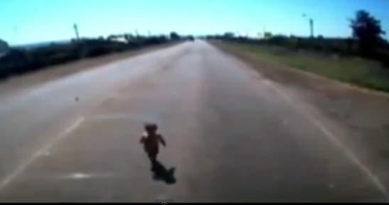 Bebé se salvó de milagro en Rusia