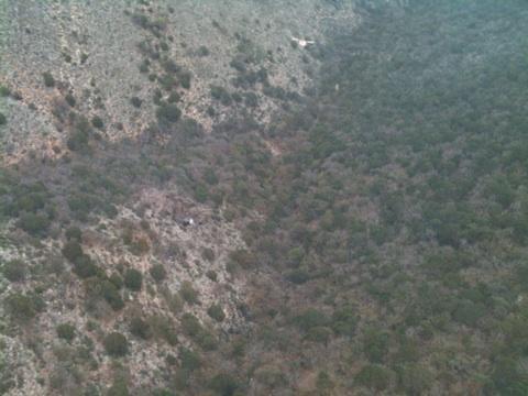Hallan manchón negro y restos de ropa sobre árboles en La Colorada a 15 kms de Iturbide @joelsampayoc
