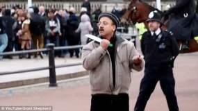 Sujeto pone en vilo a policías en Palacio de Buckingham (Daily Mail)