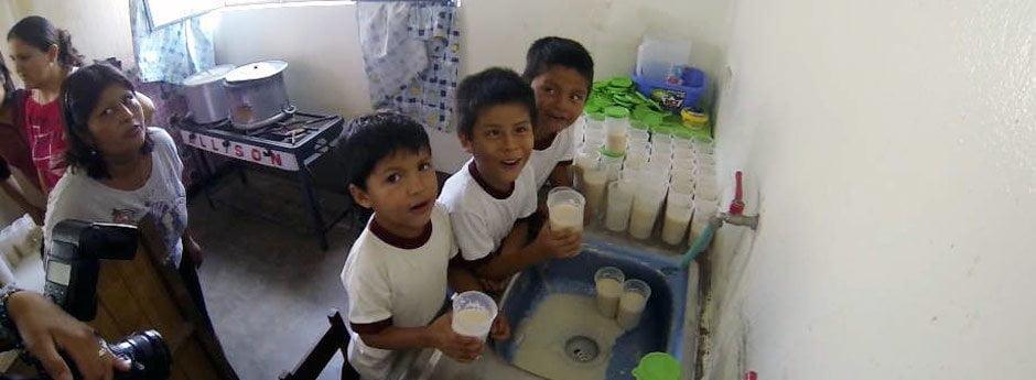 Niños de colegio en Manchay (Diario Correo)