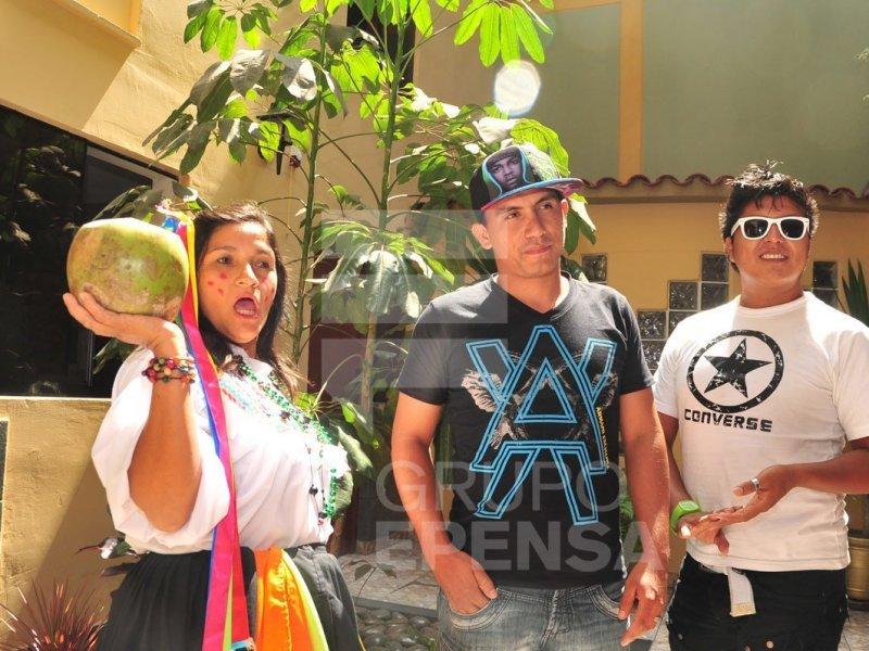 Así celebraron el millón de visitas del agüita de coco (Video y foto www.ojo.pe)