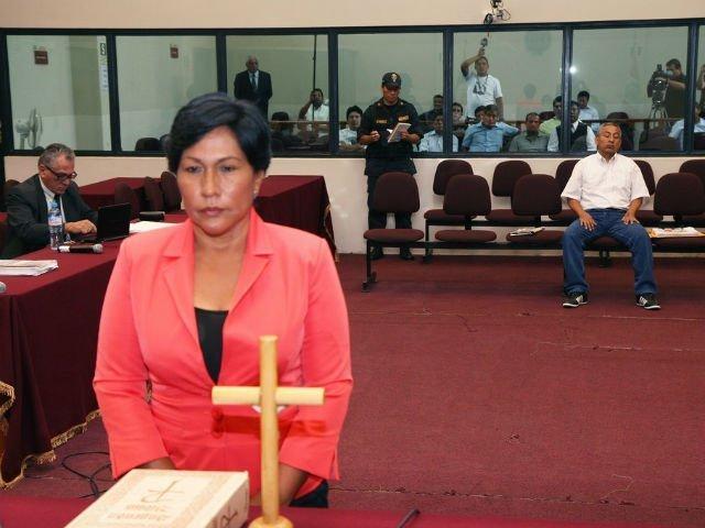 Elsa Malpartida renuncia a Ministerio de Vivienda en medio de lágrimas