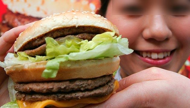Humala promulga polémica norma sobre publicidad de comida chatarra