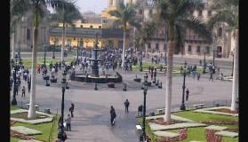 Diez detenidos tras disturbios de trabajadores en Plaza Mayor de Lima